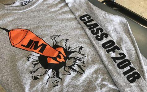 Senior Class Receives T-Shirts