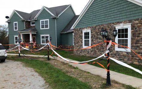 Decorating The Seniors Houses