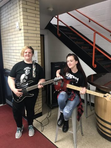 Students Played Guitar for Lunch at JM